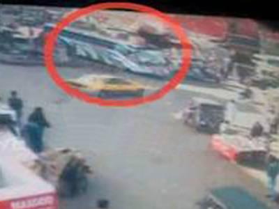 کراچی: کینٹ سٹیشن بس دھماکے کی سی سی ٹی وی فوٹیج سامنے آ گئی دھماکہ پچھلے حصے میں ہوا: رپورٹ