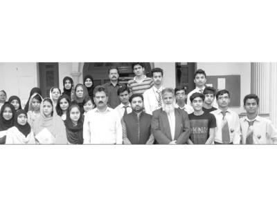 ایوان کارکنان تحریک پاکستان میں کالج اور یونیورسٹیز طلبہ کے درمیان کلام اقبال ترنم سے سنانے کا مقابلہ