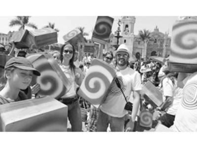 پیرو میں روایتی کاجون ڈرم بجانے کا انوکھا مظاہرہ