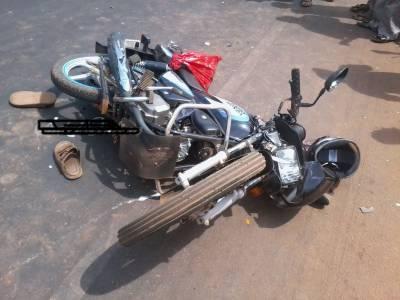 موٹرسائیکل کی ٹکر سے خاتون جاں بحق، 3 طلبہ زخمی