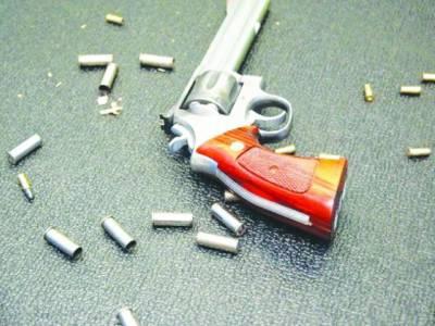 بیوی کوچھیڑنے سے روکنے پر شوہر کو قتل کر دیا