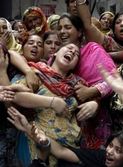 بچوں کی لڑائی پر نوجوان قتل، ورثاءکا نعش سڑک پر رکھ کر احتجاج