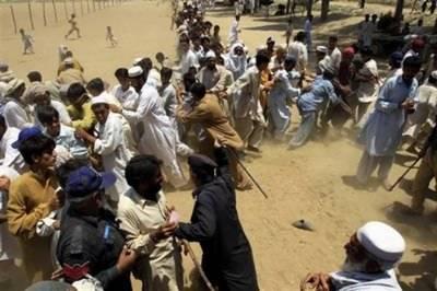 ٹھٹھہ: امدادی اشیاءکی تقسیم کے دوران پولیس کا لاٹھی چارج، 3 خواتین جاں بحق