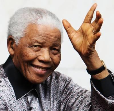 نیلسن منڈیلا کی دماغی موت کی تصدیق ہسپتال میں تابوت اور گاڑی پہنچا دی گئی