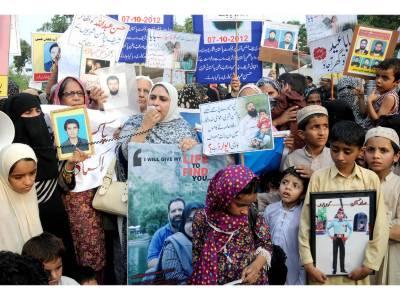 لاپتہ افراد کے سینکڑوں لواحقین کا وزیراعظم کے گھر کے سامنے مظاہرہ