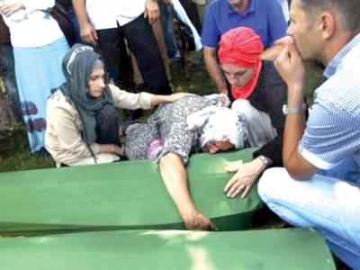 سرب فوج کے ہاتھوں بوسینائی مسلمانوں کے قتل عام کی برسی' شناخت کے بعد 409 افراد کی تدفین