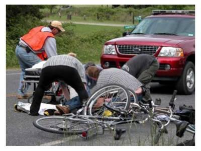 کار کی موٹر سائیکل کوٹکر، 3 افراد زخمی