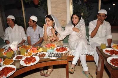 فلمسٹار زری کی افطار پارٹی شوبز دنیا کی اہم شخصیات کی شرکت