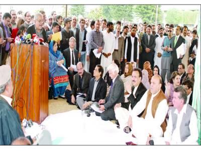 ایک ایوان میں دوسرا باہر پارلیمانی تاریخ میں پہلی بار سینٹ کے 2 اجلاس