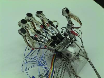 روبوٹک ہاتھ کیلئے 2013 کا ٹیکنالوجی ایوارڈ