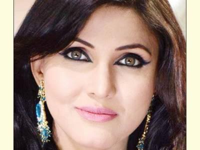 حیا علی نے فلموں میں کام حاصل کرنے کیلئے متعدد فلم پروڈیوسروں سے رابطوں کا آغاز کر دیا