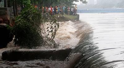 ملتان سکندر آباد : بڑی نہر میں پندرہ فٹ چوڑا شگاف' وسیع رقبہ زیرآب آ گیا