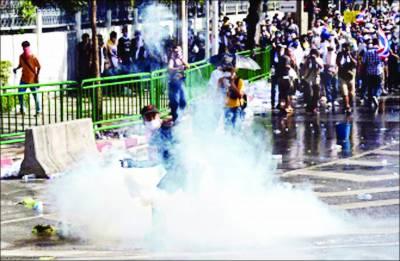تھائی لینڈ: احتجاج جاری جھڑپیں' 2 ہلاک' مظاہرین کا پولیس کلب پر دھاوا' وزیراعظم بچ نکلیں