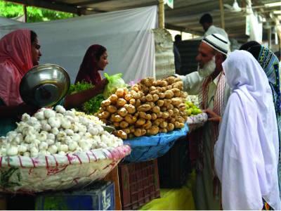 حکومتی اقدامات کے باوجود اتوار بازاروں میں مہنگائی کم نہیں ہو سکی ' کئی سبزیاں پھل عام آدمی کی پہنچ سے باہر رہے