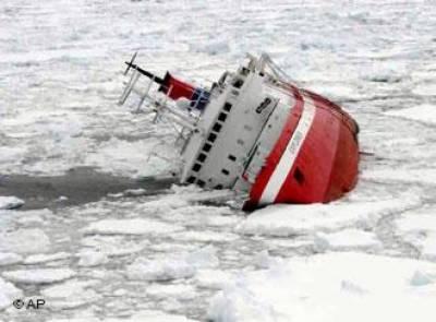 انٹارکٹیکا: برف میں پھنسا روسی بحری جہاز نکالنے کی کوششیں ناکام