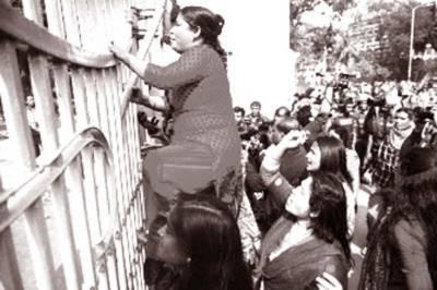 راستے بند، ڈھاکہ کا رابطہ منقطع، بی این پی کی نائب چیئرپرسن سمیت متعدد گرفتار