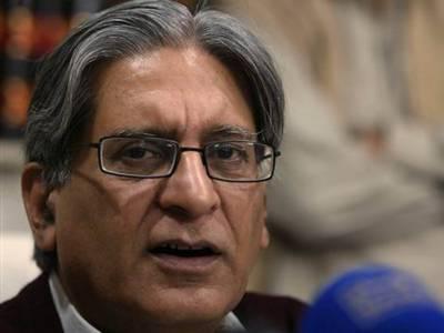 حکومت سے ڈرون حملے ختم کرانے اور طالبان سے مذاکرات کی توقع نہیں: اعتزاز احسن
