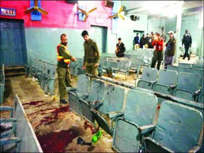 پشاور : سینما میں دستی بم کے 2 دھماکے'5 افراد جاں بحق '34 زخمی' کالعدم تحریک طالبان کا اظہار لاتعلقی' تیسری قوت ملوث ہو سکتی ہے: صوبائی وزیراطلاعات