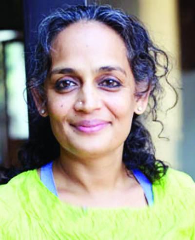 بھارتی یونیورسٹی نے اروندھتی رائے کو کشمیر سے متعلق مذاکراے میں خطاب سے روک دیا