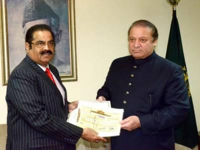 آزاد کشمیر کے قائم مقام وزیر اعظم نے وزیر اعظم ڈاکٹر نواز شریف کو تھر متاثرین کی امداد کیلئے 6کروڑ روپے کا چیک دیا