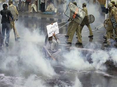 مقبوضہ کشمیر: بھارتی فوج کی فائرنگ سے شہید ہونے والے طالب علم کے خلاف اقدام قتل کا مقدمہ درج ' کشمیریوں کا شدید احتجاج