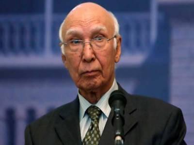پاکستانی ہائی کمشنر کو نئی بھارتی حکومت کیساتھ خفیہ رابطوں کا ٹاسک دے دیا:سرتاج عزیز