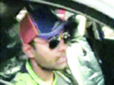 کرکٹر عمر اکمل کو سکیورٹی اہلکاروں نے ایک بار پھر گاڑی سمیت قذافی سٹیڈیم میں جانے سے روکدیا