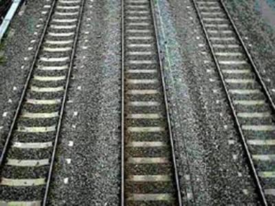 امریکی خاتون ٹرین کی زد میں آنے سے بال بال بچ گئی