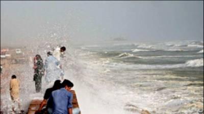 سمندری طوفان آج عمان سے ٹکرائے گا' سندھ بلوچستان کے 30 دیہات زیرآب' 150 ماہی گیر لاپتہ