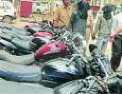 دو گروہوں کے 18 ملزم گرفتار 70 لاکھ مالیتی گاڑیاں، نقدی اور دیگر سامان برآمد