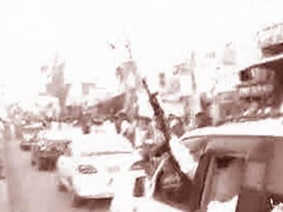 گھوٹکی: الیکشن ٹربیونل میں کیس جیتنے پر پی پی رہنما علی گوہر مہر کے حامیوں کی ریلی، شدید ہوائی فائرنگ