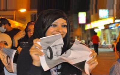 بحرین کے شاہ حماد کی تصویر پھاڑنے کے جرم میں زینب الخواجہ کو تین سال قید