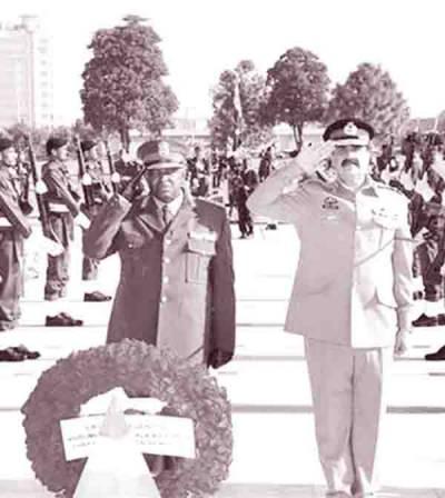 جنوبی افریقہ کے آرمی چیف کی جنرل راحیل سے ملاقات، دفاعی تعاون بڑھانے پر اتفاق