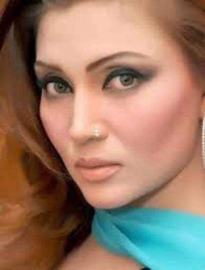 خوشبو نے لاہور سے باہر سٹیج ڈراموں میں کام کرنے سے انکار کر دیا