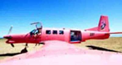 نیوزی لینڈ : پائلٹ سمیت 13 افراد نے کود کر جان بچائی، طیارہ جھیل میں گر کر تباہ