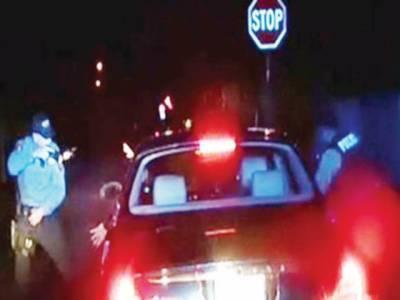 امریکہ میں پولیس اہلکار کی طرف سے ایک اور سیاہ فام شہری کو ہلاک کرنیکی ویڈیو منظر عام پر آ گئی