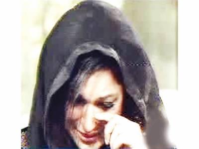 اداکارہ میرا نے غلطیوں پر قوم سے معافی مانگ کر توبہ کر لی، زاروقطار روتی رہیں