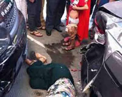 گوجرانوالہ: بے قابو بس کی رکشے کو ٹکر، کمسن بہن بھائی ہلاک، باپ زخمی
