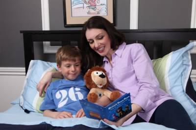 بچوں کو رات کو کہانیاں سنانے سے ان میں لفظ سے معنی کشید کرنے کی صلاحیت بڑھتی ہے: طبی ماہرین