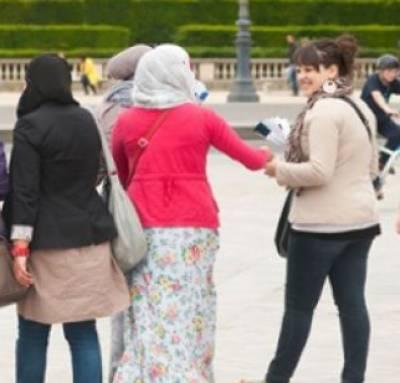 فرانس: لمبی سکرٹ پہننے پر مسلمان طالبہ کو سکول سے نکال دیا گیا