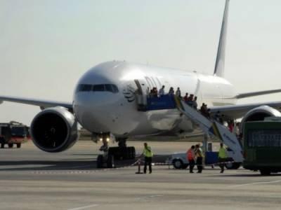 پی آئی اے کا طیارہ مدینہ ائیرپورٹ پر لینڈنگ کے دوران حادثے سے بچ گیا