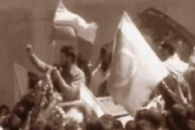 سرینگر: کشمیریوں نے پھر پاکستانی پرچم لہرا دئیے، پاکستان زندہ باد کے نعرے