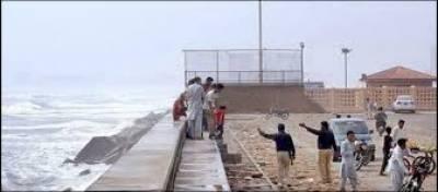 کراچی میں ممکنہ طوفان، انتظامیہ نے سمندر میں نہانے پر پابندی لگا دی