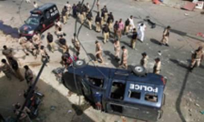 حیدر آباد: کار اور وین تصادم، پنجاب کے 2 بھائیوں سمیت 6 افراد جاں بحق، 7 زخمی
