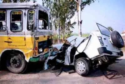 وہاڑی: مسافر بس کی ٹکر، موٹرسائیکل سوار میاں بیوی بیٹی سمیت جاں بحق، وزیراعلیٰ کا اظہار تعزیت