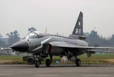 تین جے ایف 17 تھنڈر طیارے پیرس ائر شو میں شرکت کیلئے روانہ ہوگئے