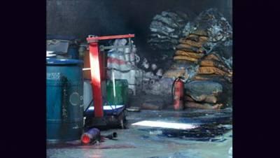 کراچی :اتحادٹائون میں پلاسٹک کے گودام میں آ تشزدگی