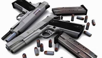 اسلحہ کی غیر قانونی فروخت پر ڈیلر گرفتار'2کلاشنکوفیں، 8پسٹل،300 گولیاں برآمد