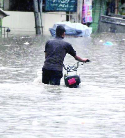 بارش جاری' چھت گرنے' کرنٹ لگنے سے پانچ افراد جاں بحق' دریائے راوی سندھ کی سطح بلند