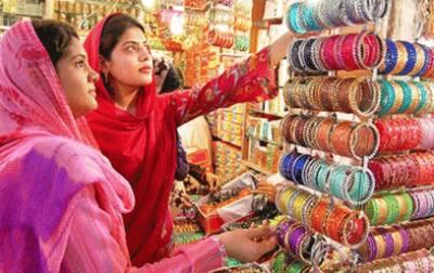 عید، خواتین رات گئے تک شاپنگ کرتی رہیں' پکوان بھی بنائے
